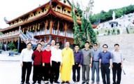 Pho sách nặng gần nửa tấn trong ngôi chùa lương duyên tiền định