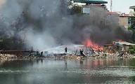 Cháy lớn dãy nhà tạm ven hồ Linh Quang, khói đen kịt trời