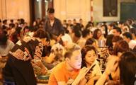 Giật mình với hình ảnh người người cắm đầu vào smartphone