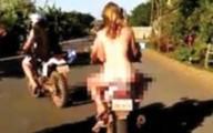 3 thanh niên khỏa thân đi xe máy nơi công cộng
