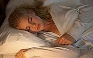 13 thói quen gây hại sức khỏe khi ngủ