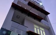Nhân viên bảo trì bị thang máy ép chết