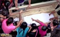 Vợ mang bầu đập quan tài kêu cứu từ dưới mộ
