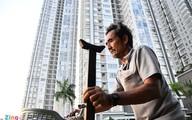Gia cảnh người sống trên ghe gần cao ốc Sài Gòn