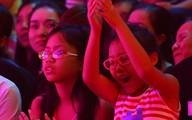 2 con gái Cẩm Ly hào hứng đi xem The Voice Kids