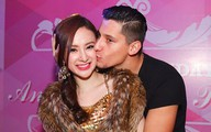 Angela Phương Trinh được bạn nhảy Tây ôm hôn quá thân mật trong sinh nhật