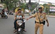 Sắp ra quân xử phạt lỗi không cho trẻ từ 6 tuổi đội mũ bảo hiểm