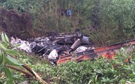 Xe CSGT đỗ bên đường bị tông xuống vực sâu, cháy rụi