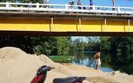 Vớt xe máy từ dưới sông, nghi của cô gái tự vẫn