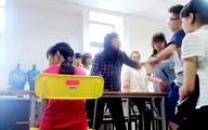 """Nên xử nặng hay thông cảm với cô giáo """"cung bọ cạp""""?"""