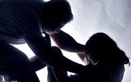 Hiếp dâm bé gái 14 tuổi rồi vác súng bỏ trốn