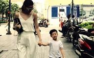 Hà Hồ cùng con trai tung tăng dạo phố