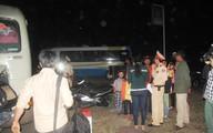 Né người nghi tự tử, xe khách tông nhau, 8 người thương vong