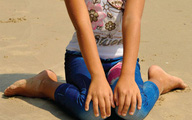 Tư thế ngồi chữ W có hại cho trẻ con