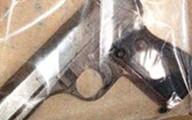 Cựu tài xế nằm chết bên khẩu súng ngắn tại nhà