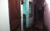 Một phụ nữ chết cùng thai nhi trong nhà vệ sinh