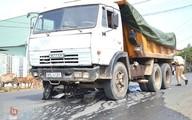 2 nữ sinh thoát chết hi hữu khi bị xe tải kéo lê hơn 50m