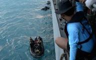 Phát hiện hộp đen nằm cách đuôi máy bay QZ8501 tới 1 km