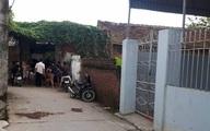 Cuồng ghen, chồng đâm chết vợ trước cổng nhà