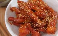 Đãi chồng chân gà sốt chua cay mặn ngọt kiểu Hàn