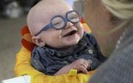 Khoảnh khắc bé trai 4 tháng tuổi mỉm cười khi nhìn rõ mẹ gây xúc động hàng triệu người