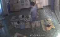 """Hình ảnh trên camera khiến người ta """"giật mình"""" nghĩ lại về cô giáo mầm non"""