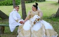 Choáng với chiếc váy phủ đầy vàng của cô dâu béo