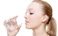 Có phải bị suy thận khi cứ uống nước xong là đi tiểu?