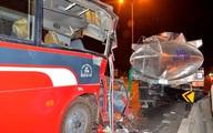 Xe công nhân đâm xe bồn, 11 người thương vong