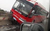 Hà Nội: Xe khách lao lên dải phân cách, nhiều hành khách la hét thất thanh