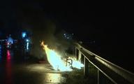 Đang chạy trên đường, xe máy bỗng nhiên bốc cháy