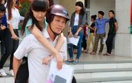 Cảm động hình ảnh bố cõng con gái đi thi