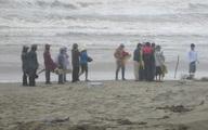 Phát hiện thi thể nữ không mặc quần áo trôi vào bờ biển Hà Tĩnh