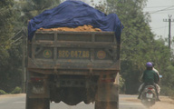 Quảng Nam: Xe tải cơi nới thùng chở đất khiến dân lo sợ