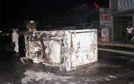Nghệ An: Xe tải bốc cháy ngùn ngụt sau tai nạn liên hoàn