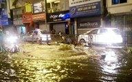 """Nước phun lên từ """"lòng đất"""" đường phố Hà Nội ngập lênh láng"""