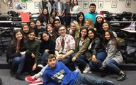 Phản ứng đáng yêu của thầy giáo Mỹ khi học sinh tặng quà Noel