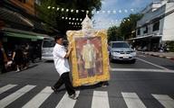 Đoàn xe đưa linh cữu quốc vương Thái Lan về tới Hoàng cung