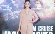 Bạn gái rapper Tiến Đạt khoe ngực táo bạo tại rạp phim
