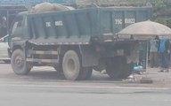 Nam thanh niên bán quần áo dạo chết thương tâm dưới gầm xe tải