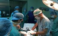 Chuyên gia phẫu thuật Mỹ cắt khối u ác tính cho bé gái Việt