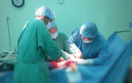 Phẫu thuật thành công khối u xơ tử cung nặng gần 6 kg