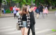Người Hà Nội thích thú đón đợt gió lạnh đầu tiên trong năm