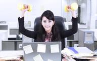 """Đây là cách """"ngồi không giữ dáng"""" mà chị em công sở nhất định phải biết"""