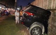 TP.HCM: Đạp nhầm chân ga vì chưa quen với xe mới mua, 2 vợ chồng cùng con nhỏ thoát chết