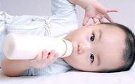 Cho con uống sữa kiểu này bảo sao không có chất dinh dưỡng lại hay đau bụng