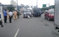 TP.HCM: Người phụ nữ nguy kịch sau khi bị ô tô 7 chỗ húc văng nhiều mét trên đường