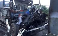 Tông đuôi xe tải đang dừng, 2 người tử vong trong cabin