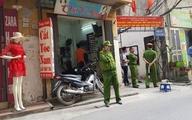 Hà Nội: Bàng hoàng phát hiện người đàn ông treo cổ lơ lửng trên cột điện ở phố