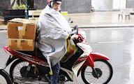 Tài xế taxi, shipper hốt bạc không kịp vào ngày mưa rét